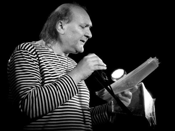 Dekadent Ivoš Krejzek. Klub 77, Banská Bystrica, 28. září 2013.  Foto © Andrej Čulák