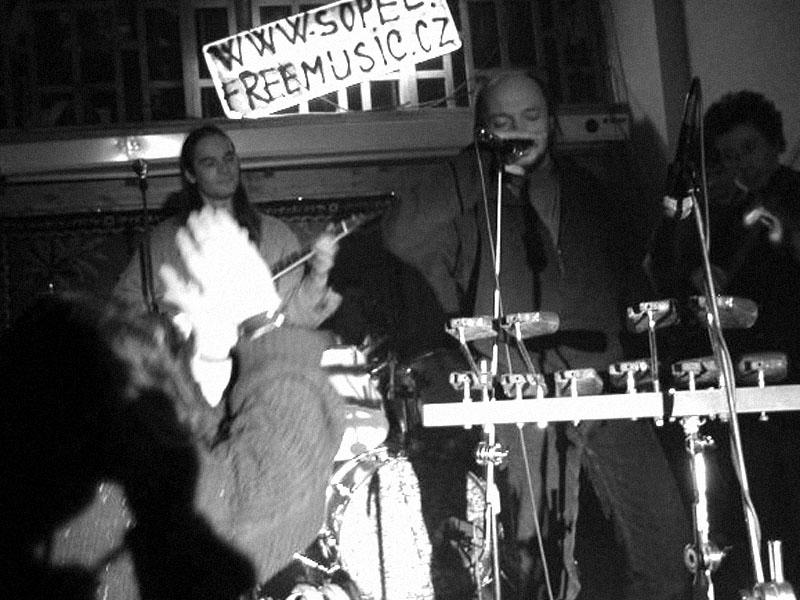 Čočka. Koncert v Baldově (Brno-Přízřenice), 17. února 2002
