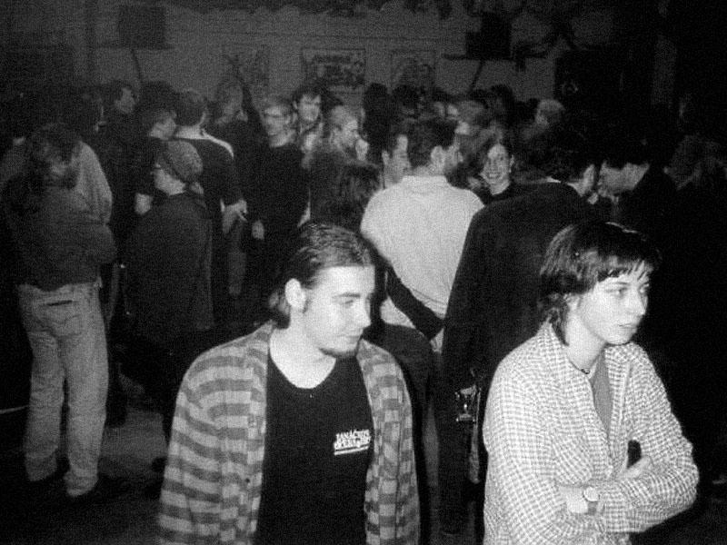 Teď se ještě nestálo na stolech. Pijaticum Musicum, Brno, Medlánky, 31. března 2000