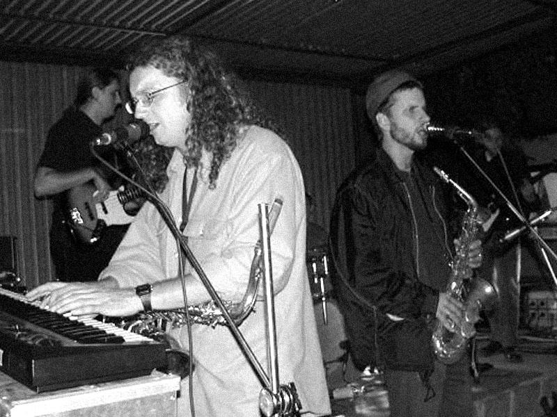 Malíkův hnus a dech. Koncert v Kobylnicích u Brna, 14. září 2002.