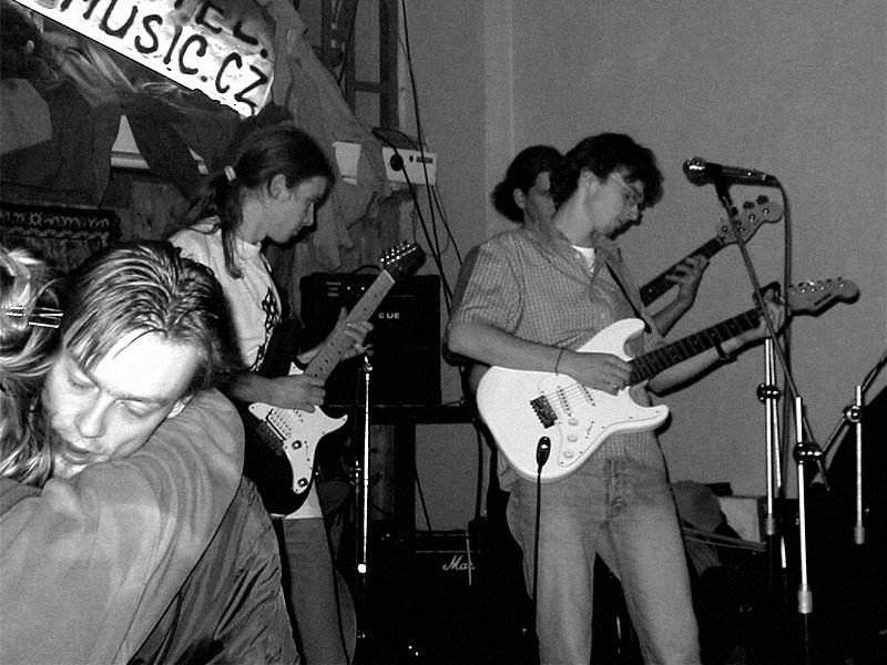 Šílení panici.Koncert v Baldově (Brno-Přízřenice), 3. listopadu 2001