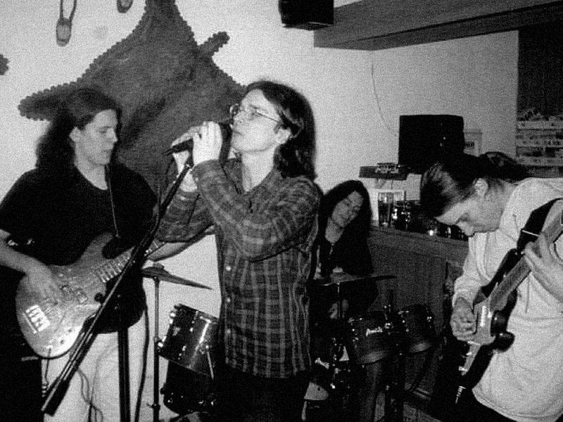 Šílení panici. Koncert v Pršticích u Brna, vinárna, 18. března 2000.