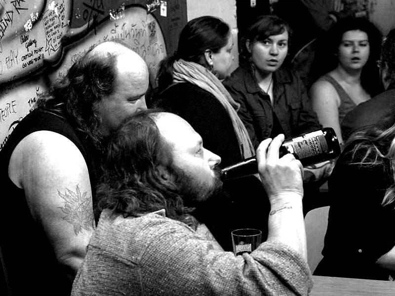 Noční můra alkoholiků, Mongol sype nealkoholické pivo. Bratislava, Intergalaktická obluda, 19.4.2013, foto © Miro Trimaj