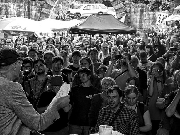 Krákor 2014, Ostopovice u Brna. Pohled do publika DG 307. Foto An Anus.