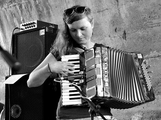 Krákor 2014, Ostopovice u Brna. Kristýna - kapela Hrochansony. Foto Vladimír Sabo.