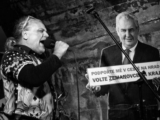 Předvolební agitace Staré dobré ruční práce. Krákor 2016, Ostopovice u Brna. Foto An Anus