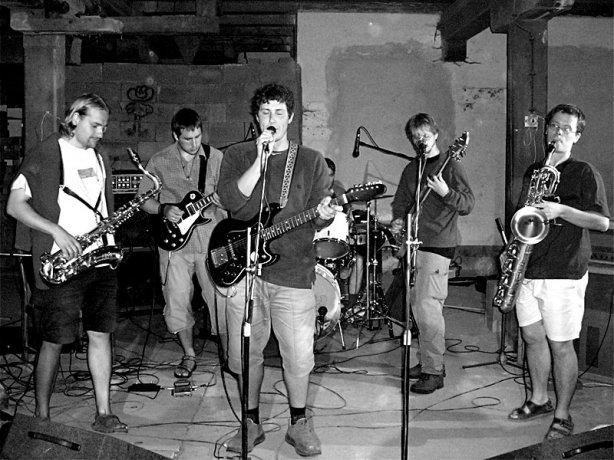 Betonovej Pes. Festival spodních proudů - Mlýn, Jindřichův Hradec, 29. -30. 8. 2003