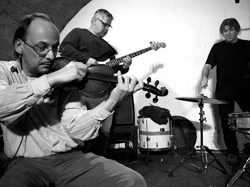 Hynkovy zánky. Deset let Ears & Wind Records, Brno - klub Boro, 16. - 17. listopadu 2012