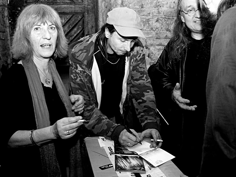 Podepisování desky, Homér's Memorial II., Brno - klub Boro,  11. - 12. ledna 2013