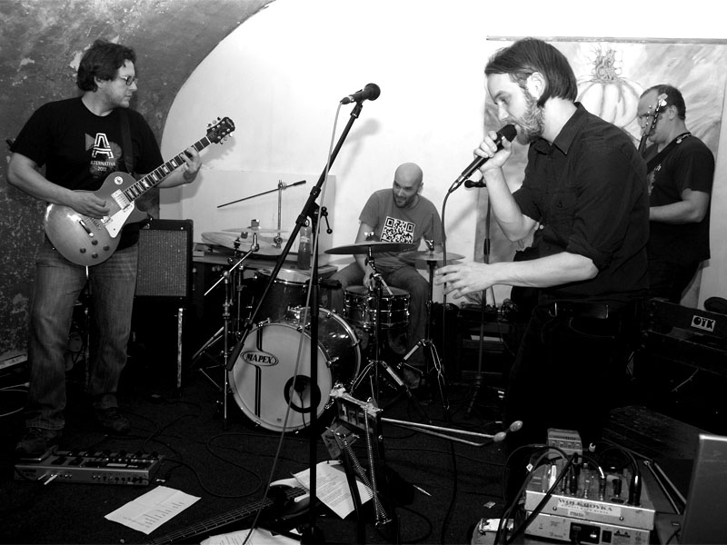 Postižená oblast. Homér\'s Memorial, 10.-11. ledna 2014, klub Boro, Brno. Foto © Arnošt Zukal