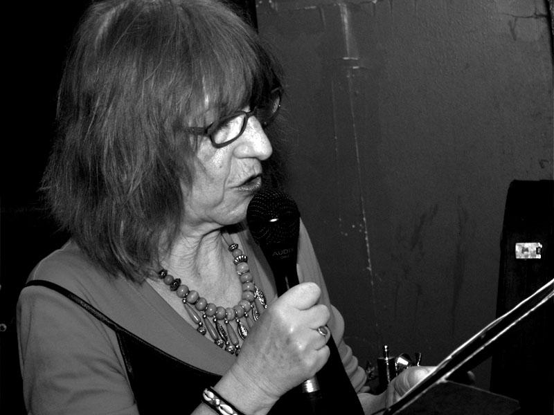 Tatjana Maťátková - autorské čtení. Homér\'s Memorial, 10.-11. ledna 2014, klub Boro, Brno. Foto © Arnošt Zukal