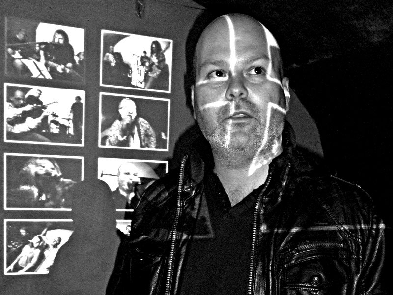 Marek Sobola - křižák světla. Homér\'s Memorial, 10.-11. ledna 2014, klub Boro, Brno. Foto © Ivoš Krejzek