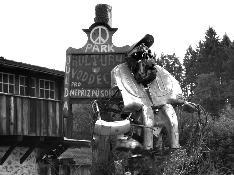 Park kultury a voddechu pro nepřizpůsobivé. Festival Napříč - Konec léta u Skaláka. Srpen 2014. Foto Arnošt Zukal