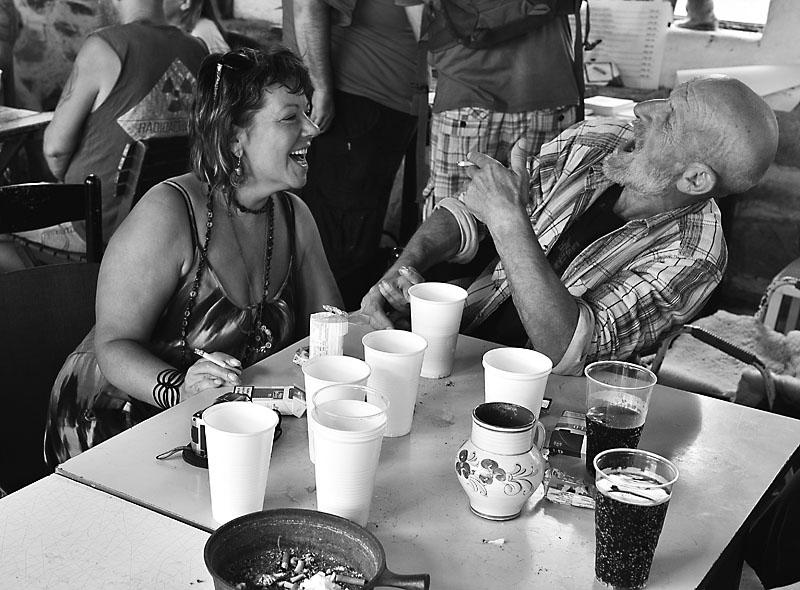 Gazela baví Křižáka a Křižák baví gazelu. Festival Napříč - konec léta 2015, Meziříčko u Želetavy. Foto Zdeněk Vykydal