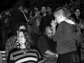 Máničky všeho druhu a kapela Nedělní lidé v pozadí, Krákor 2009, Doubravník.