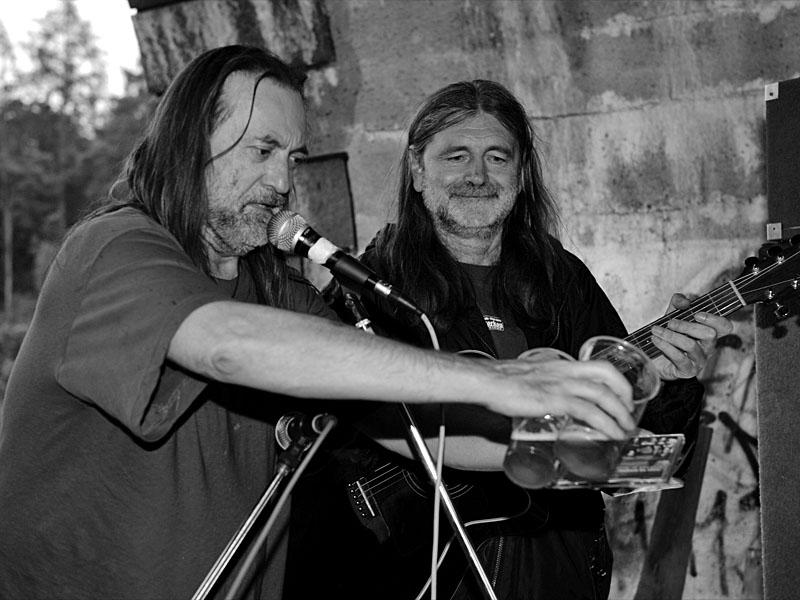 JEF a Záviš při křtu desky Naživo za pivo, Krákor 2010