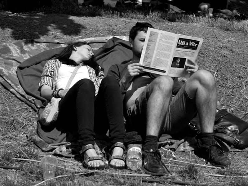 Kdo kouří přemýšlí, kdo přemýšlí čte Uši a Vítr, Krákor 2013, foto © Vladimír Sabo