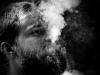Lukin v pauzách mezi kouřením vařil a staral se o malou scénu. Krákor 2015, Ostopovice u Brna, foto Marien