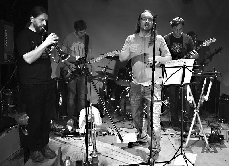 Oliverova dálka - brněnský křest CD míření. LES 2015, 28. listopadu, Brno, klub Paradox. Foto Zdenek Vykydal