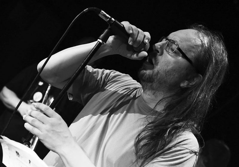 Lukáš Trejbal, ústřední figura Oliverovy dálky. LES 2015, 28. listopadu, Brno, klub Paradox. Foto Zdenek Vykydal