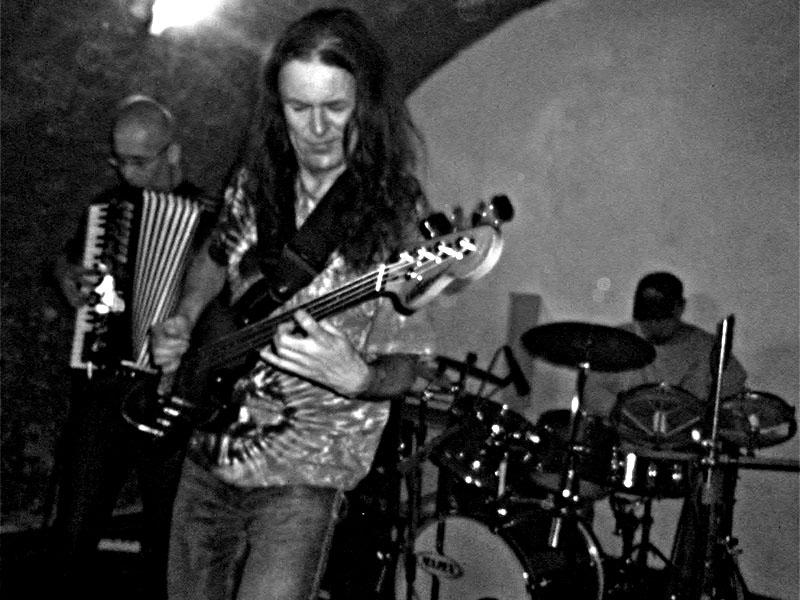 Hrozně - fenomenální kapela brněnské alternativy. Les - Krákor retrospektiva, 29. a 30. listopadu 2013, Brno - klub Boro, foto Ivoš Krejzek