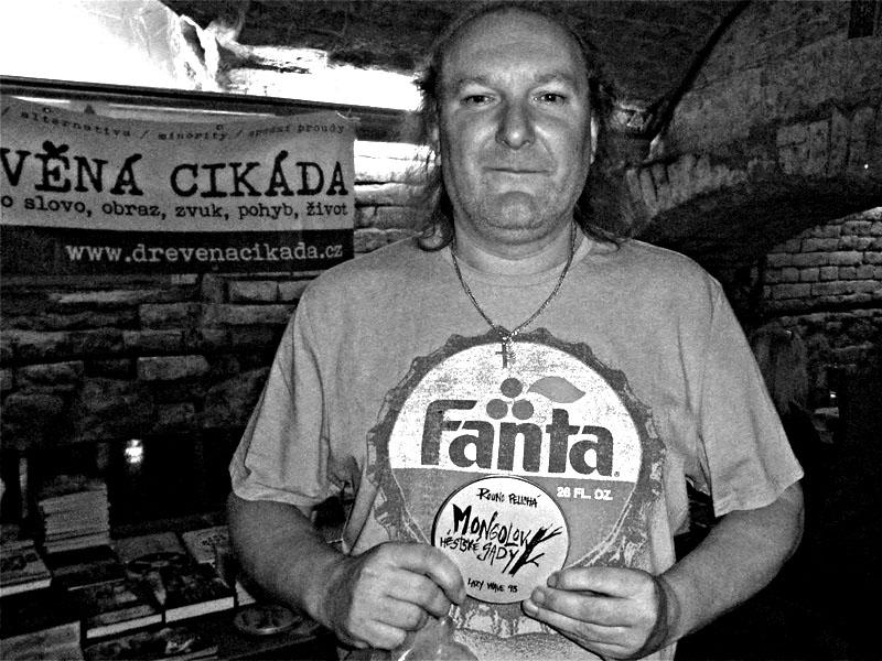 Šťastný majitel Rouna. Les - Krákor retrospektiva, 29. a 30. listopadu 2013, Brno - klub Boro, foto archiv Ivoše Krejzka