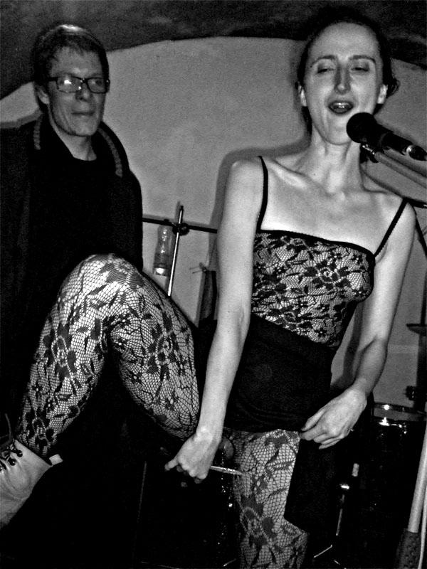 Jana Orlová křtí CD Ginnungagap - Jsem životu děvkou. Les - Krákor retrospektiva, 29. a 30. listopadu 2013, Brno - klub Boro, foto Ivoš Krejzek.