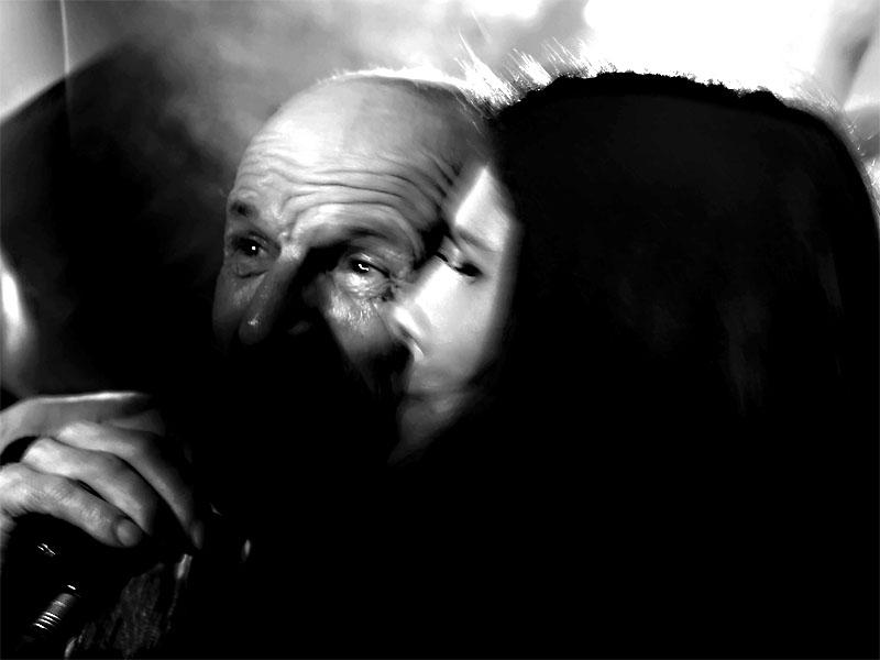 Když se děti nestydí za fotry - Křižák s dcerou - Špinavý nádobí. Les - Krákor retrospektiva, 29. a 30. listopadu 2013, Brno - klub Boro, foto Zdeněk Vykydal