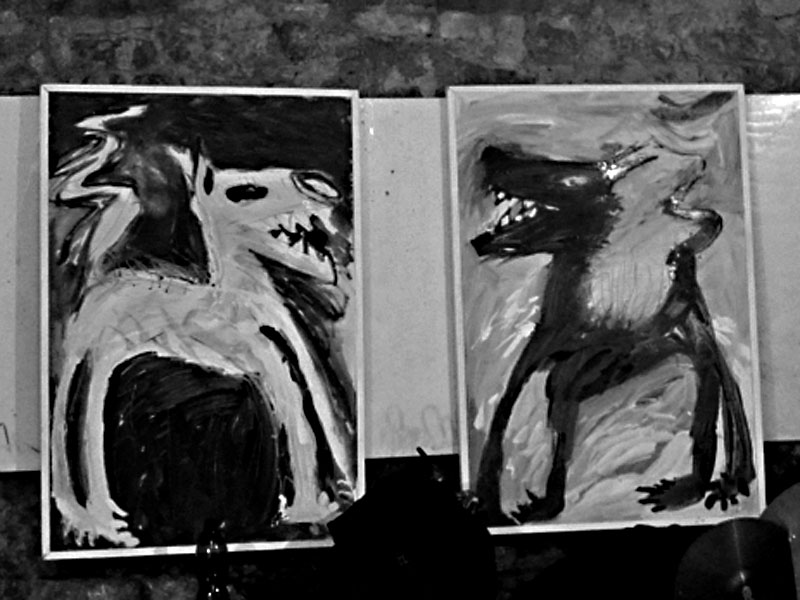 Obrazy Evy Macholánové vyzdobily po dobu festivalu Boro. Les - Krákor retrospektiva, 29. a 30. listopadu 2013, Brno - klub Boro, foto Maryen