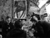 Úplný začátek, kompletujeme Oběšeného Petra. Záviš podepisuje. Les - Krákor retrospektiva, 29. a 30. listopadu 2013, Brno - klub Boro, foto Maryen