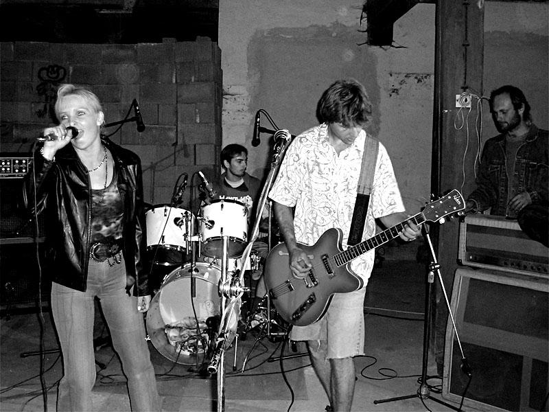 Fjarlikene. Festival spodních proudů - Mlýn, Jindřichův Hradec, 29. -30. 8. 2003