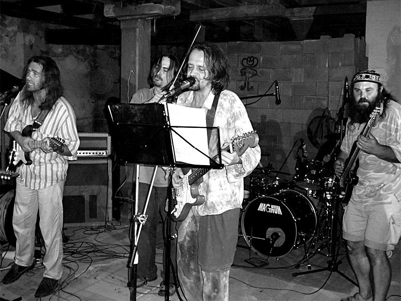 Gi Gie Band. Festival spodních proudů - Mlýn, Jindřichův Hradec, 29. -30. 8. 2003