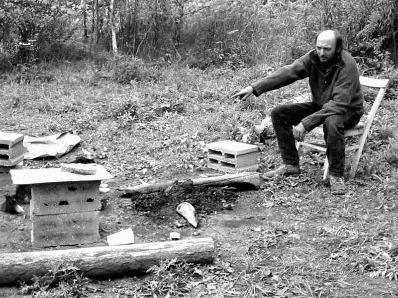 Karlos buzeruje neoheň. Festival spodních proudů - Mlýn, Jindřichův Hradec, 29. -30. 8. 2003