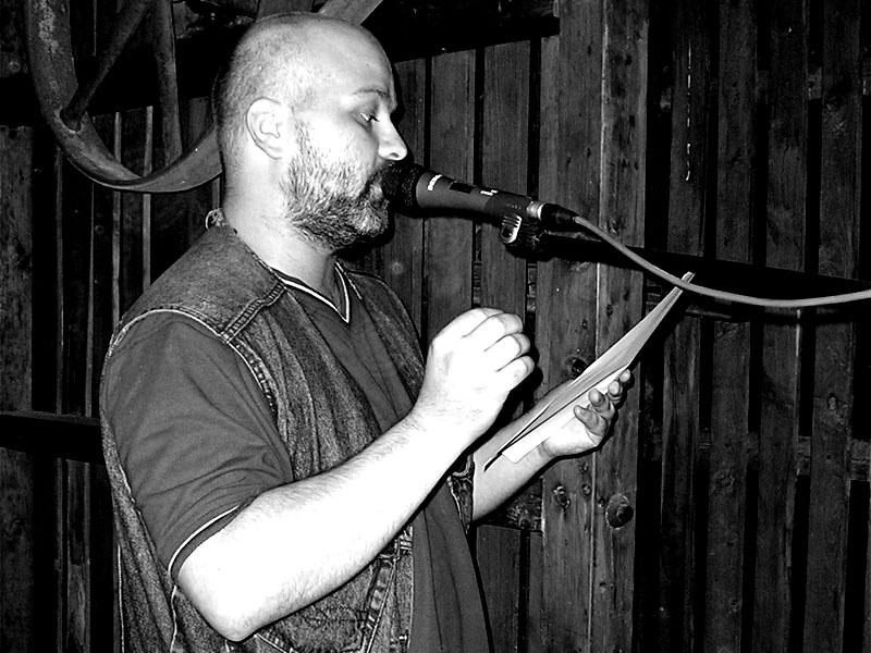 Marek Sobola jako básník. Festival spodních proudů - Mlýn, Jindřichův Hradec, 29. -30. 8. 2003