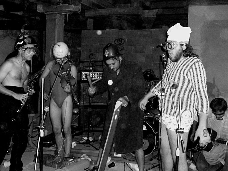 Markantní úbytek mechanických krtků. Festival spodních proudů - Mlýn, Jindřichův Hradec, 29. -30. 8. 2003
