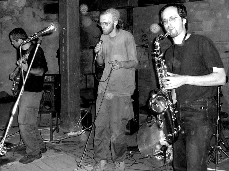 Skrytý půvab byrokracie. Festival spodních proudů - Mlýn, Jindřichův Hradec, 29. -30. 8. 2003