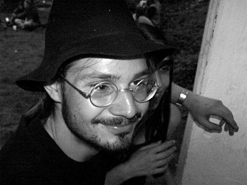Ježíšek a gazela. Festival spodních proudů II. - Mlýn, Jindřichův Hradec, 27.-28.8.2004