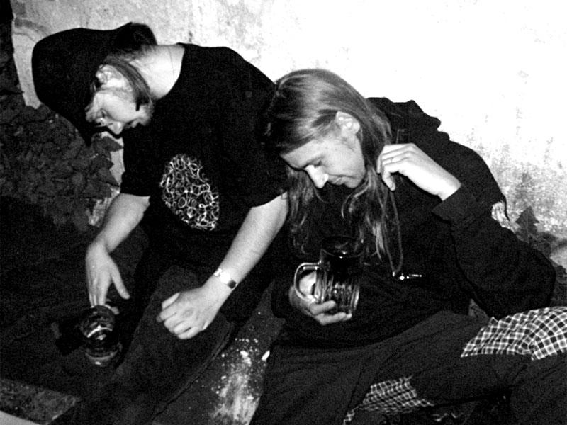 Truchlení. Festival spodních proudů II. - Mlýn, Jindřichův Hradec, 27.-28.8.2004