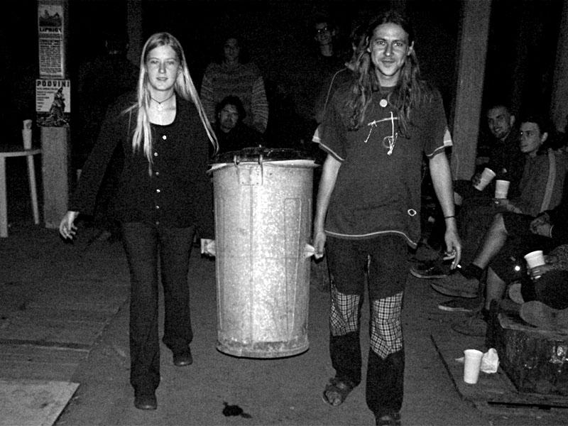 Moňika a Zdeněk - nástup Mimo hru, nebo GOP? Festival spodních proudů II. - Mlýn, Jindřichův Hradec, 27.-28.8.2004