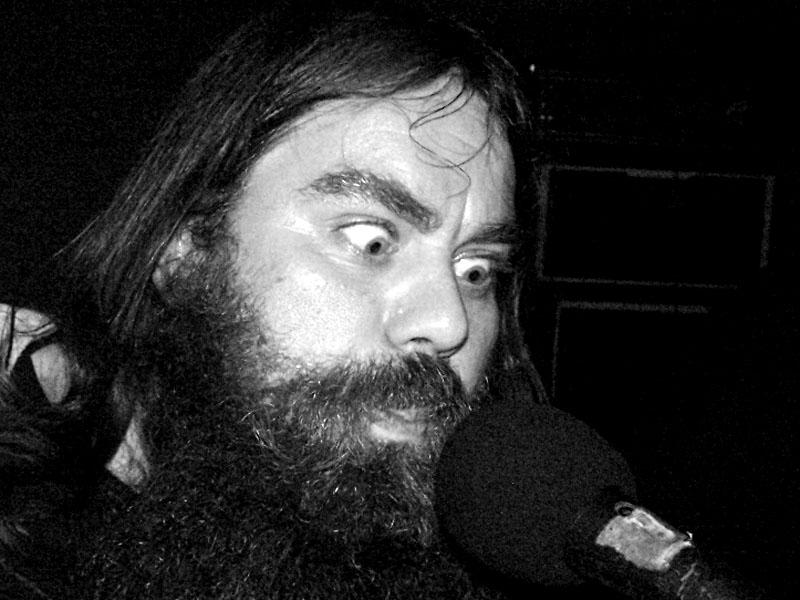 New Kids Underground - Black Otto a mikrofon. Festival spodních proudů II. - Mlýn, Jindřichův Hradec, 27.-28.8.2004