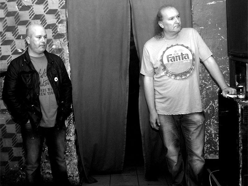 Dvojhlavý Kerberos, čili Marek Sobola a Ivoš Krejzek - uvaděči festivalu. Potulný dělník 2013, Brno - Boro. Foto © Arnošt Zukal