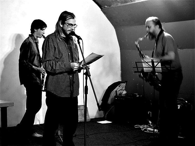Tomáš Doležal, Radim Babák a Víťa Holata (Petr Fučík mimo objektiv). Potulný dělník 2013, Brno - Boro. Foto © Zdenek Vykydal