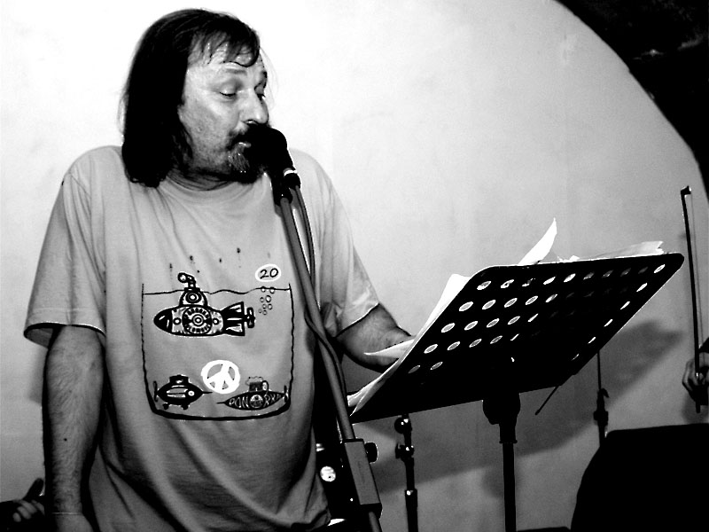 Miky Marusjak&Poetic Band zakončili dvojdenní festival poesie. Potulný dělník 2013, Brno - Boro. Foto © Ivoš Krejzek