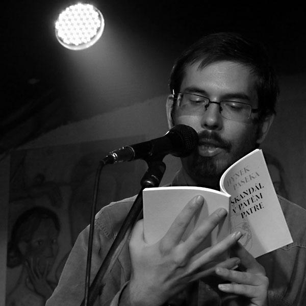 Hynek Ozzy Paseka, Potulný dělník 2014 - festival poesie, Brno, RC Brooklyn 16.-18.11.2014. Foto Jan Drbal