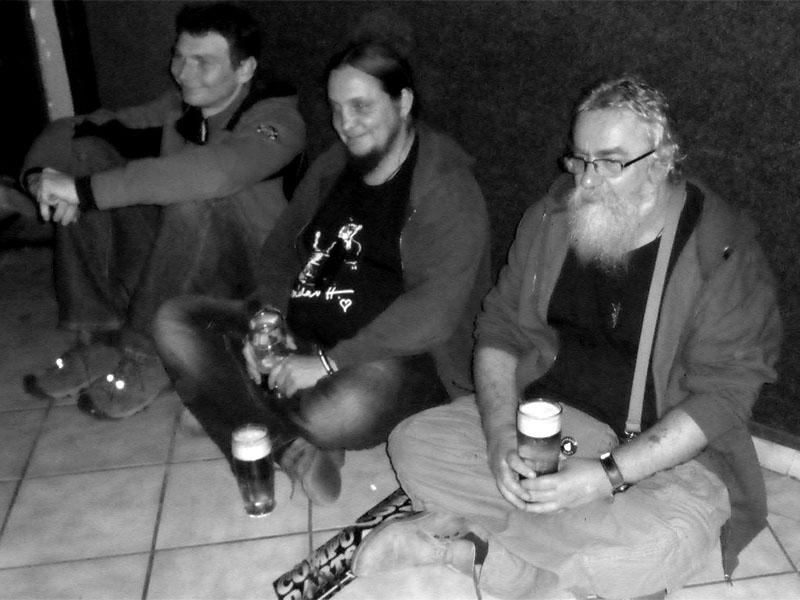 Publikem sami sobě. Zbyněk, Kája a Havran. Klub 77, Banská Bystrica, 28. září 2013.  Foto © Ivoš KrejzekPublikem sami sobě