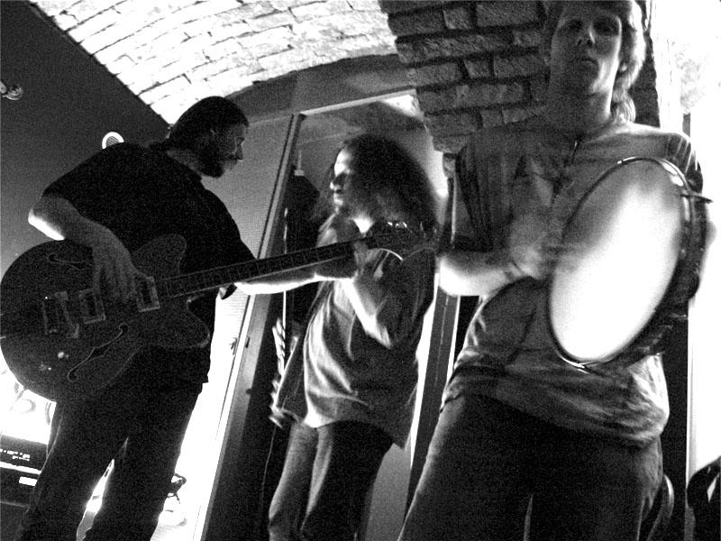 Čočka. Zničehonic - oprášení spodních proudů, Brn o-FRC. 11. února 2006