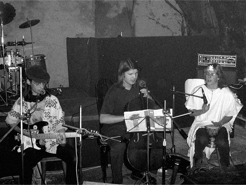 Spodní proudy, Brno - klub Lokální anomálie. Kapela Radikální vejce. Bumerang, 5. prosince 2003