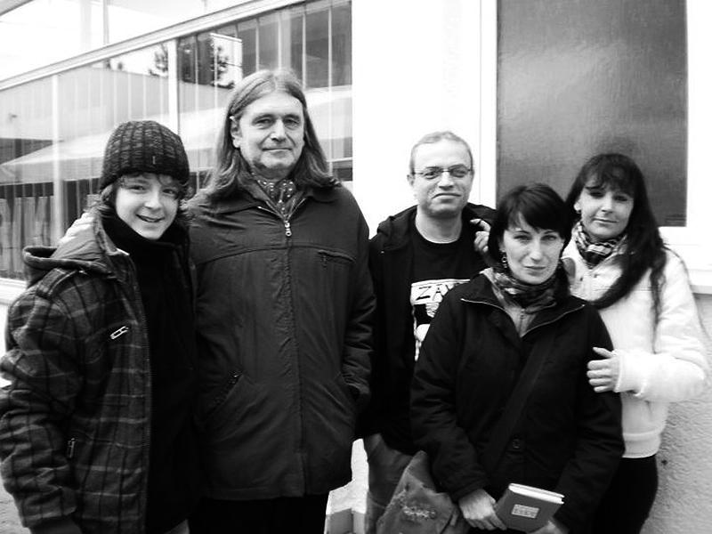Eric, Záviš, Jenda a fanynky, Tirish club, Banská Bystrica, 4. února 2011